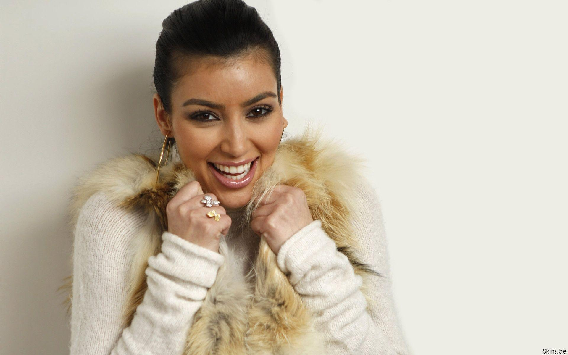 Smile Kim Kardashian Wallpaper