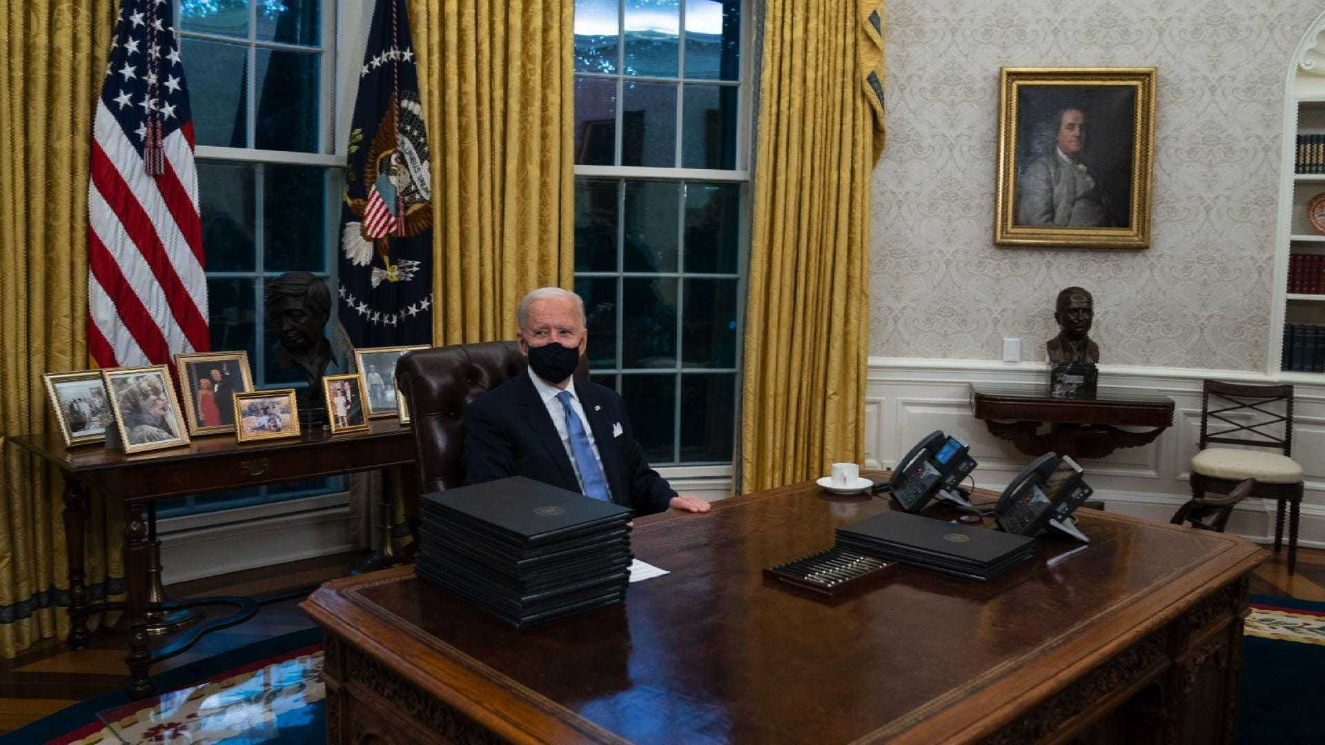 Biden Oval Office Wallpaper 2